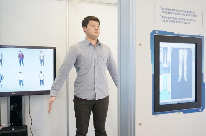KIST 안상철 박사 연구팀이 개발한 3D 아바타 모델링 기술을 시연 중인 모습. - 이혜림 기자 제공